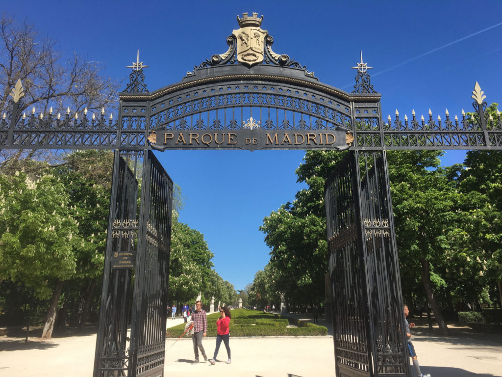 The Gate on Calle de Alphonso XII - put your back to El Prado and walk right in!