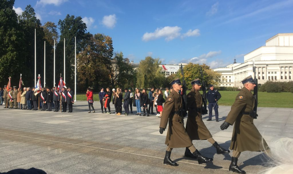 Changing of the guard at tomb of unknown soldier