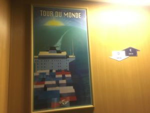 Tour du Monde between floors